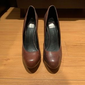 Dolce Vita Brown Leather Round Toe Pump